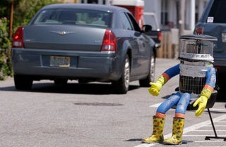 Illustration for article titled HitchBOT Was A Literal Pile Of Trash And Got What It Deserved