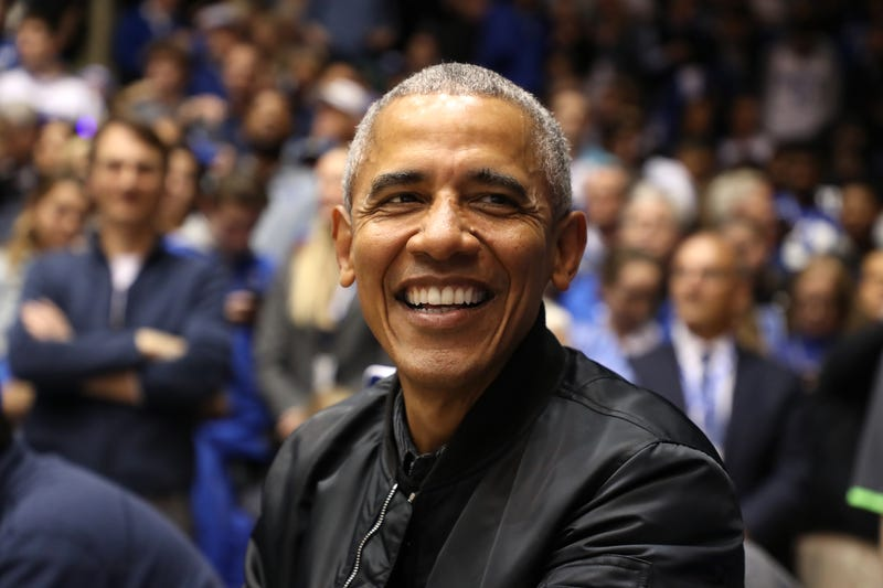 Illustration for article titled Barack Obama's High School Jersey Sells for $120,000 at Auction