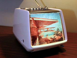 Illustration for article titled Turn An Old TV Set into a Lighted Retro Picture Frame