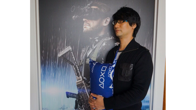 Illustration for article titled Apparently Hideo Kojima Loves The PS4 Pillow, Too
