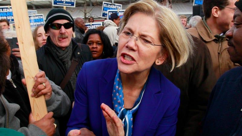 Illustration for article titled Watch Elizabeth Warren School Some Very Embarrassed Bank Regulators Like a Total Badass