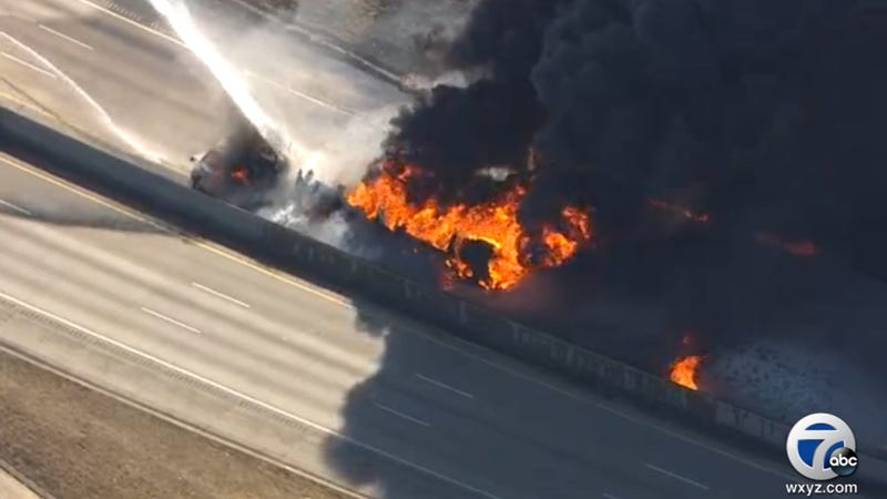 Illustration for article titled News Chopper Live-Streamed This Unbelievable Highway Fire In Michigan