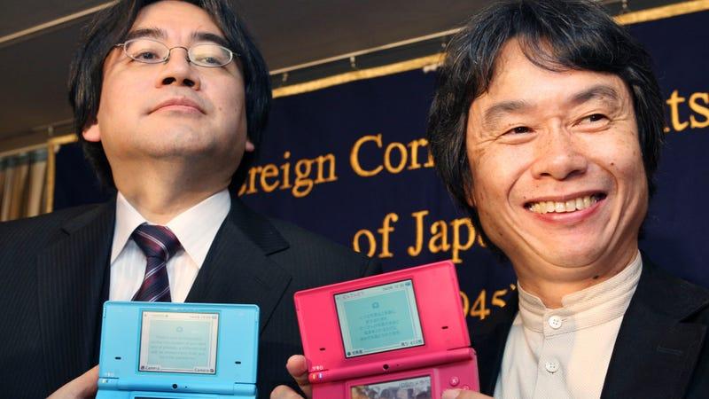 Iwata y Miyamoto en una foto de archivo. Imagen: Koji Sasahara / AP