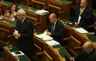 Illustration for article titled Legígéretesebb kinjás blog konteszt - Pornó a parlamentben!