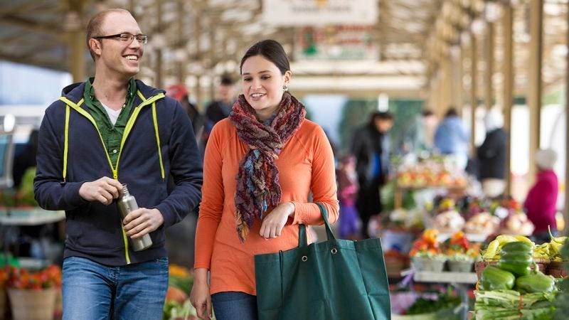 Illustration for article titled Couple Spends Morning At Farmers Market Verbalizing Everything That Comes Into Field Of Vision