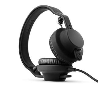 Illustration for article titled These Minimal TMA-1 Headphones from Aiaiai Have Me All Hot Under the Collar