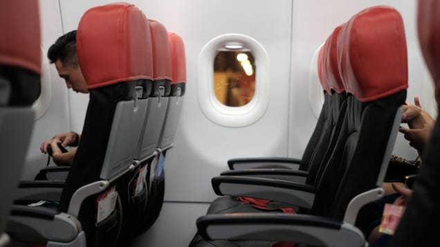 How to Avoid Getting the Crappiest Seat on a Flight