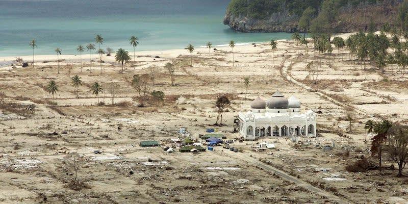 La costa de Indonesia, un mes más tarde del tsunami que la arrasó. Foto: AP/ Greg Baker.