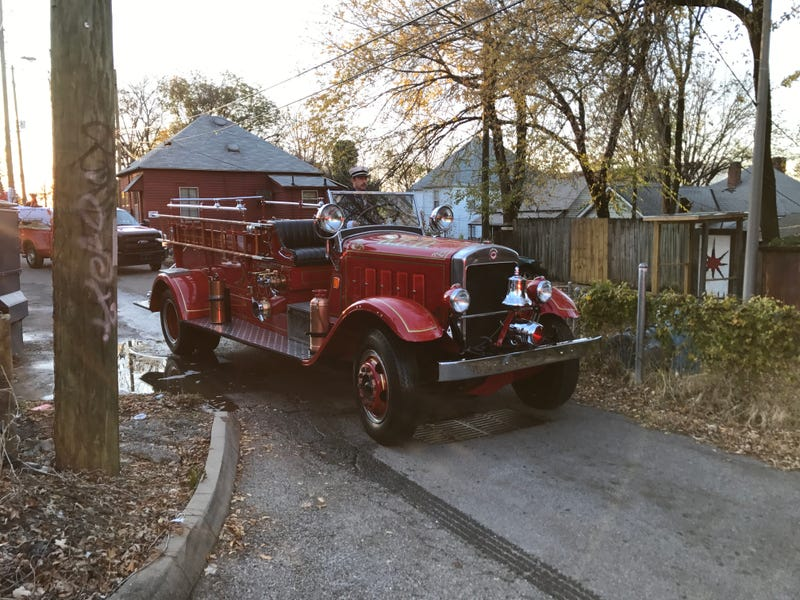 Illustration for article titled I love old fire trucks.