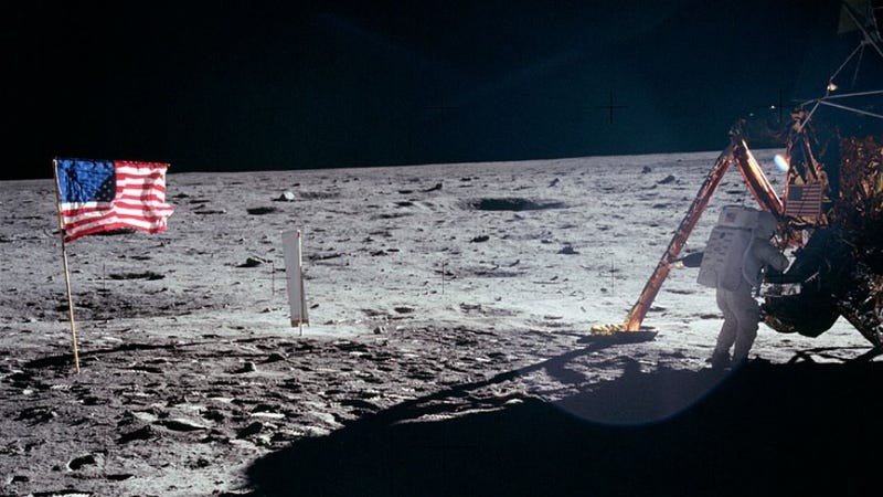 Illustration for article titled Neil Armstrong didn't misspeak on the Moon. That's how Ohioans talk.