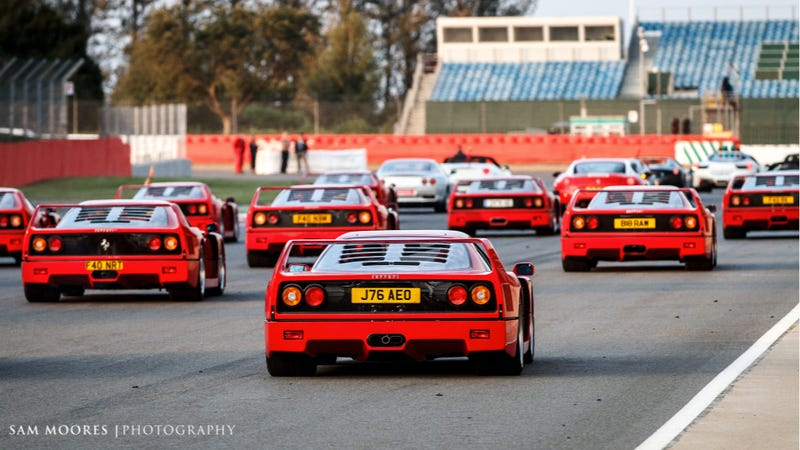 Illustration for article titled Watch A Record-Breaking 964 Ferraris Drive Around A Track
