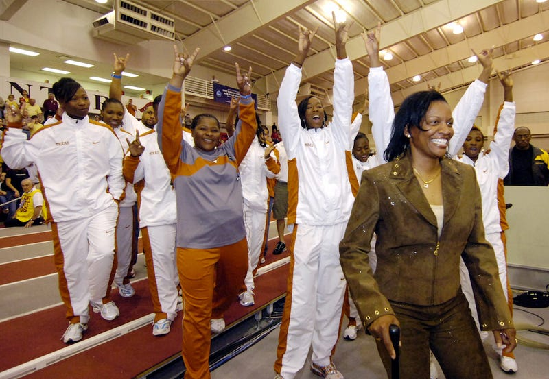 Illustration for article titled University Of Texas Track Coach To Step Down Following Investigation Into Relationship With Former Student-Athlete