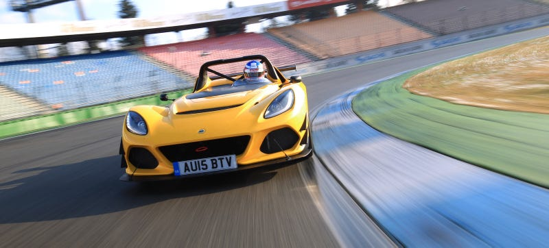 Illustration for article titled This Tiny Lotus Is Faster Than A Porsche 918