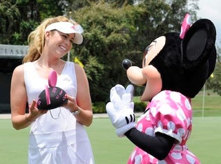 Illustration for article titled Minnie Mouse Shares Some Girl Talk With Golf Champ