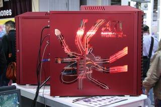Illustration for article titled Lian Li Cranks Out Super Hot Armorsuit PC Case