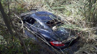 Illustration for article titled Hiker finds Porsche left in a lagoon