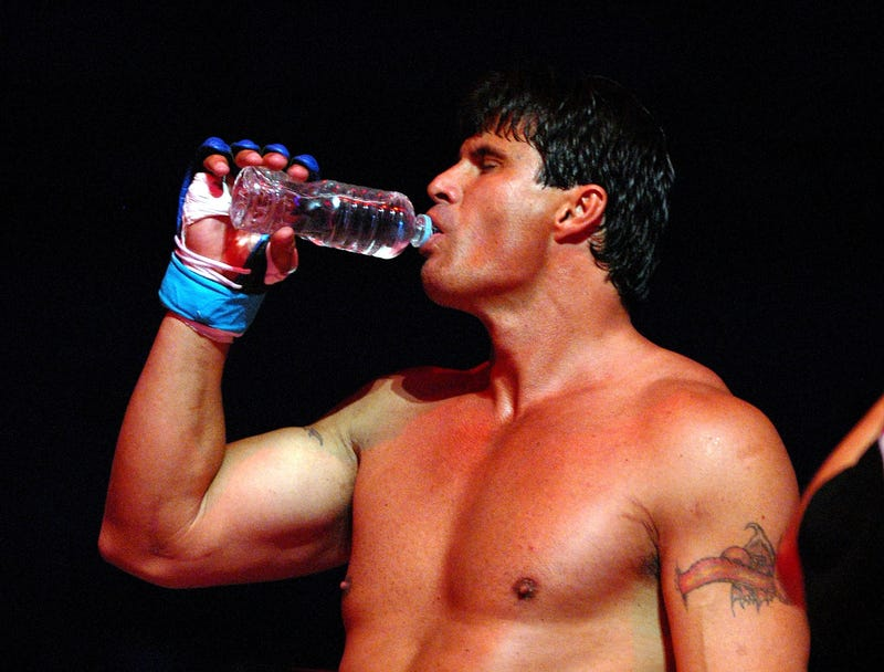 Illustration for article titled Jose Canseco Accidentally Shoots Off His Middle Finger
