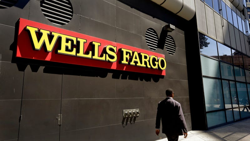 Wells Fargo & Co's (WFC)