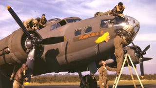 Illustration for article titled Check out these unpublished color photos of World War II American bomber crews