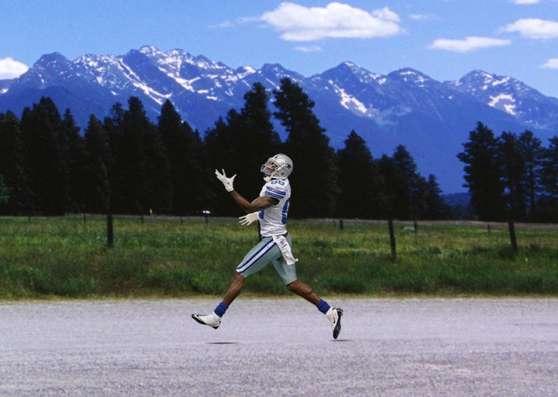 Illustration for article titled Cowboys Receiver Dez Bryant Runs Perfect Scenic Route
