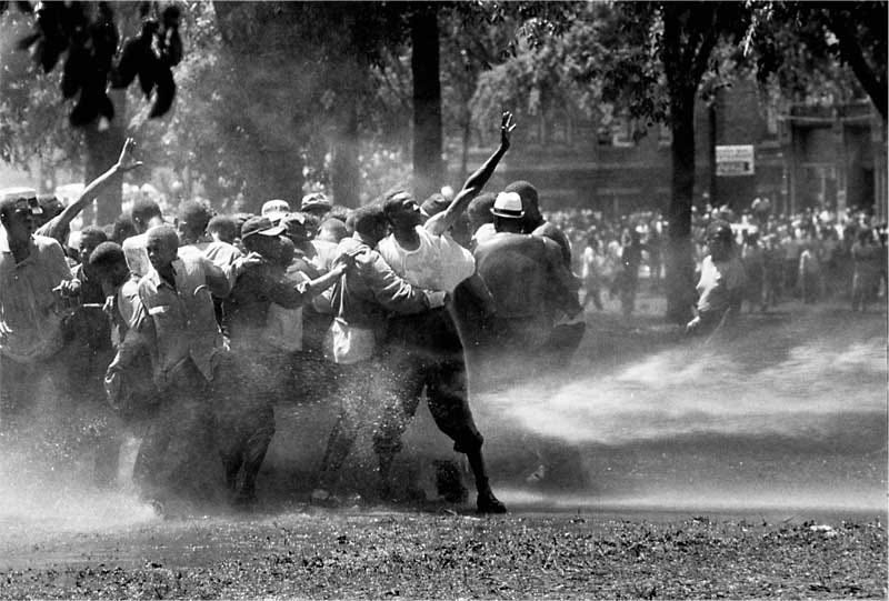 Illustration for article titled Ferguson, MO 2014 vs. Birmingham, AL 1963