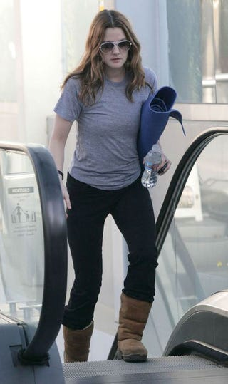 Illustration for article titled Drew Barrymore Doesn't Take The Stairs On Way To Workout