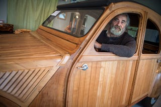 Illustration for article titled French dude made a Citroën 2CV out of wood
