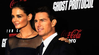 Illustration for article titled Tom Cruise And Katie Holmes Blew $5000 On A VIP Ice-Skating Adventure For Suri