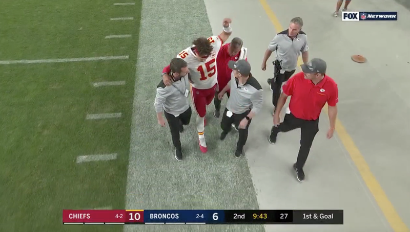 Illustration for article titled Patrick Mahomes Ruled Out Of Chiefs-Broncos After Suffering Leg Injury [Update]