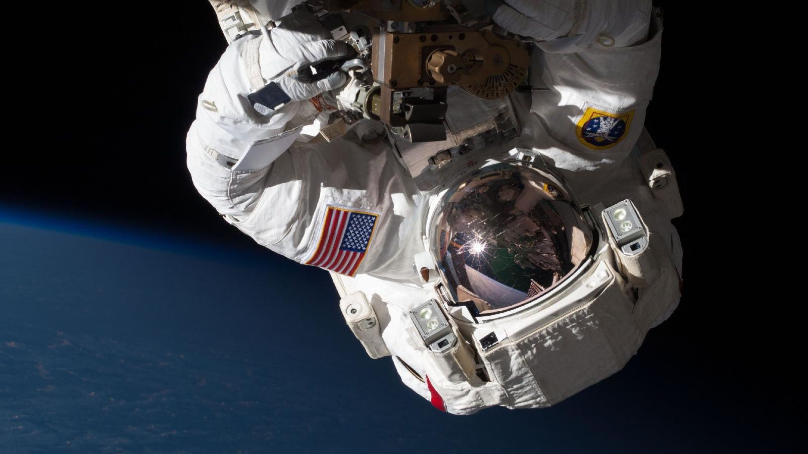 Esta imagen pasará a la historia: así fue el último paseo espacial