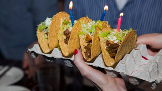 Illustration for article titled Use an Egg Carton or a Muffin Tin as a Taco Holder