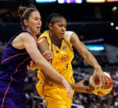 Illustration for article titled In Season Debut, Candace Parker Produces Six Points, Several Fluid Ounces Of Breast Milk