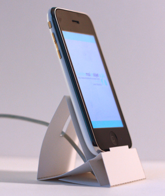 Illustration for article titled DIY Print-and-Fold iPhone and iPod touch Dock Looks Great