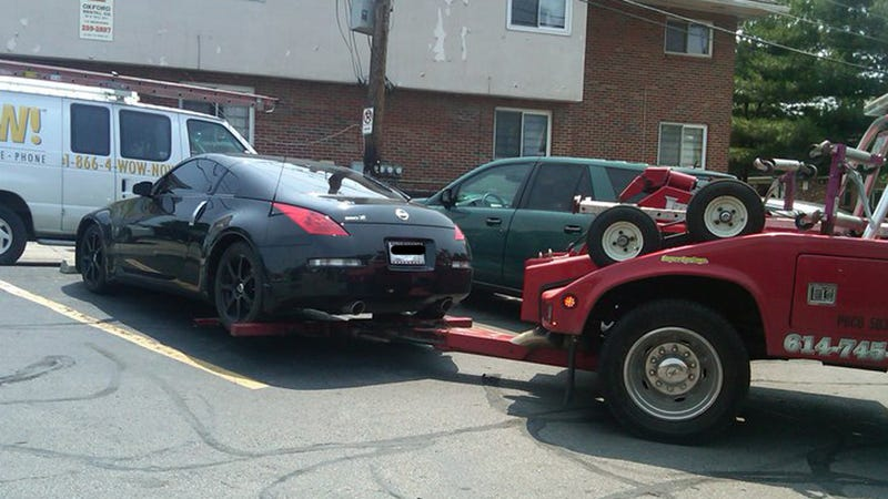 Illustration for article titled This Is Terrelle Pryor's Sweet Ride Getting Towed From A Donut Shop