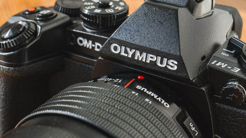 Illustration for article titled Does the Olympus OM-D E-M1 raise the bar for mirrorless cameras?