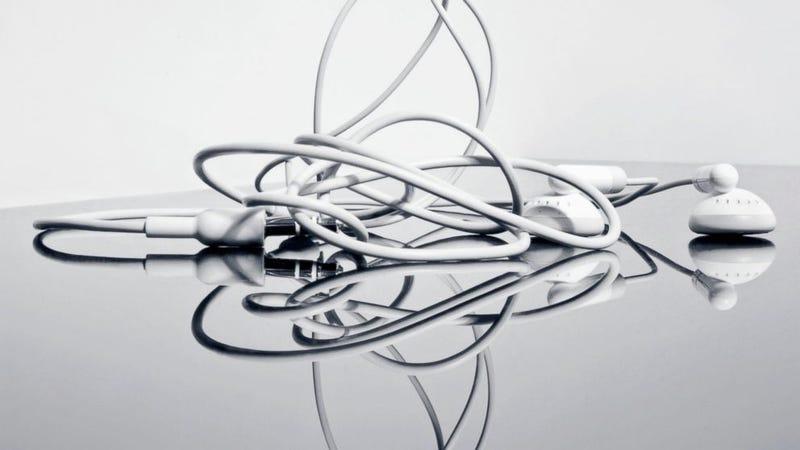 Illustration for article titled Por qué se enredan los auriculares y cómo evitar que se hagan un nudo