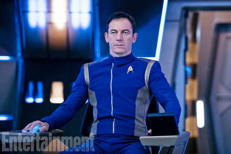 Illustration for article titled Jason Isaacs Looks So Uncomfortable in His Star Trek: Discovery Uniform