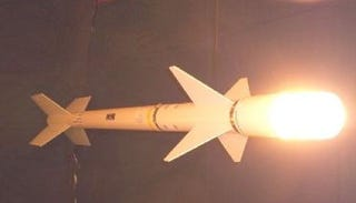Illustration for article titled DIY AIM-9 Sidewinder Air to Geek Missile Lamp