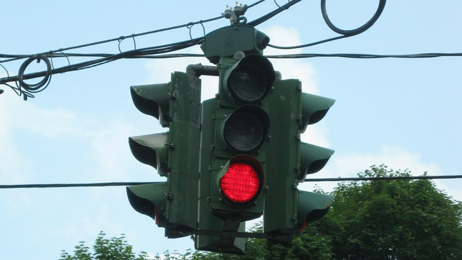 1976 : Turning Right on Red Legalized in Michigan