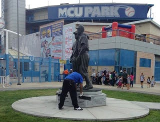 Illustration for article titled Brooklyn Cyclones' Jackie Robinson Statue Defaced With Racist Graffiti