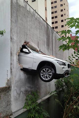 Illustration for article titled This BMW X1 Crashed Through A Parking Garage Wall In Brazil