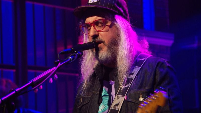 "Illustration for article titled J Mascis rediscovered the heart of Mazzy Star's ""Fade Into You"" for Seth Meyers"