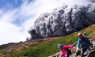 Illustration for article titled Ilyen, amikor rád robban egy hegy