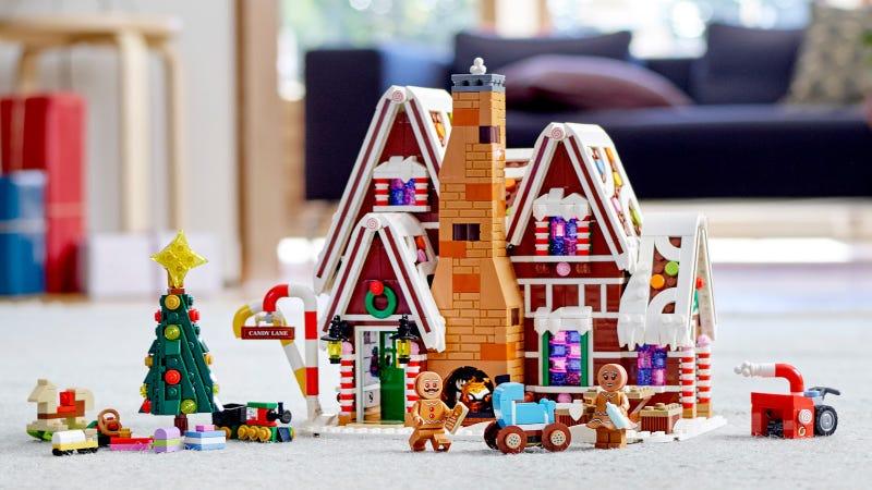 Illustration for article titled Lego's Gingerbread House Holds Disturbing Secrets