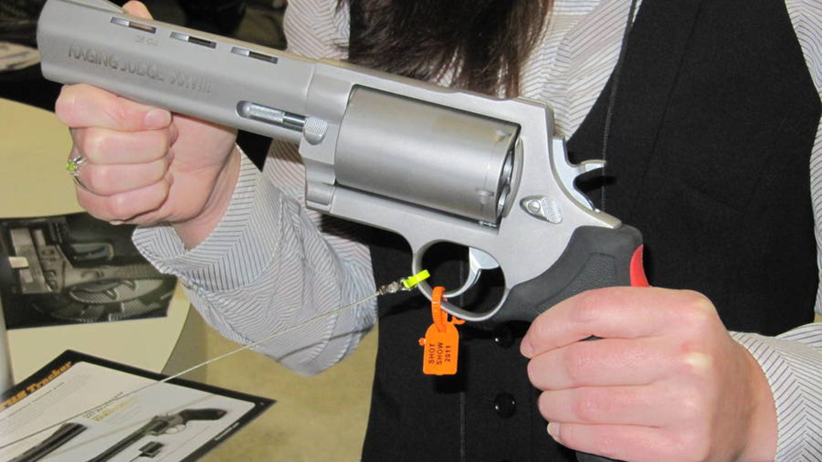 Pistol using shotgun shells