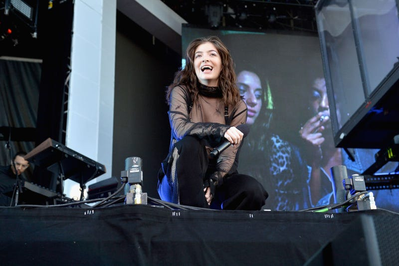 Onion Ring critic: Lorde? / Image via Getty