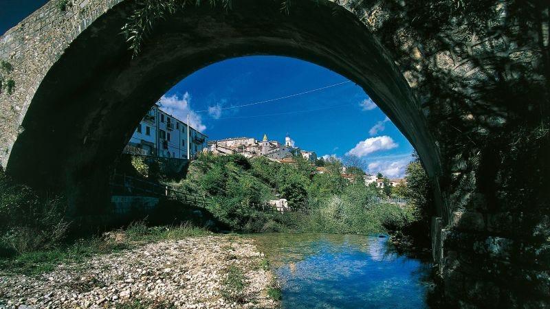 Esta región de Italia ofrece 700 euros al mes durante tres años por mudarte a la zona