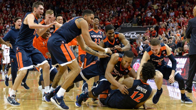 Illustration for article titled Virginia Finishes Utterly Insane Final Second With Buzzer-Beating Three For Win Over Louisville