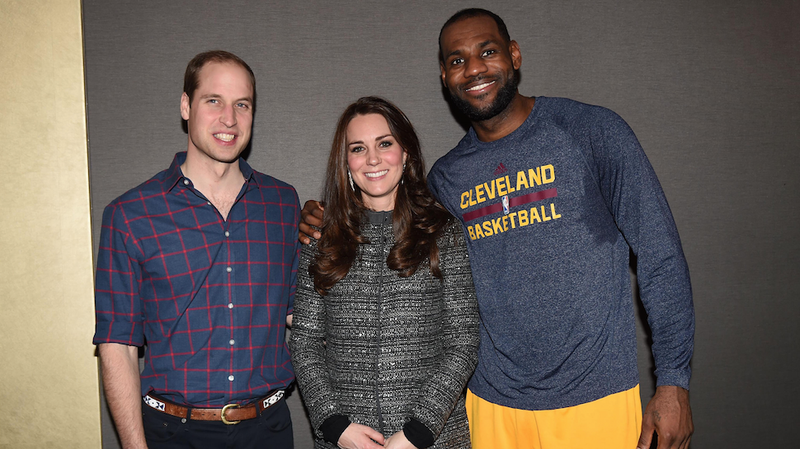 Illustration for article titled GASP: Lebron James Flouts Royal Protocol, Puts Arm Around Duchess Kate