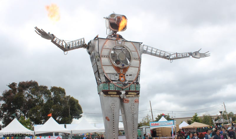Illustration for article titled Fire-Breathing Robots, Mega Mech Warriors and More at Maker Faire